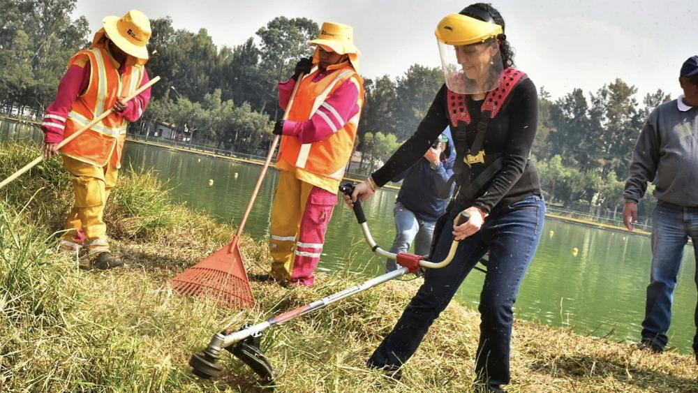 Claudia Sheinbaum participa en limpieza de zona de Cuemanco - Foto de @Claudiashein