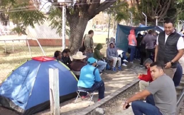 CNTE mantiene bloqueos en vías férreas de Pátzcuaro y Uruapan - Campamento de la CNTE sobre vías ferroviarias de Michoacán. Foto de CNN