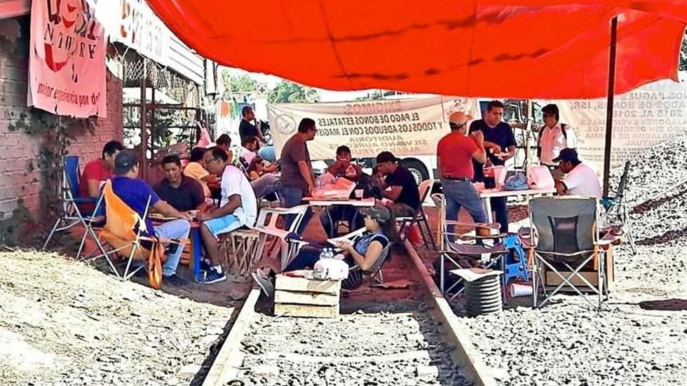 Gobierno da mil millones de pesos para resolver conflicto de la CNTE - Foto de Internet