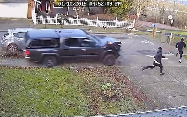 #Video Camioneta atropella intencionalmente a grupo de jóvenes - Captura de pantalla