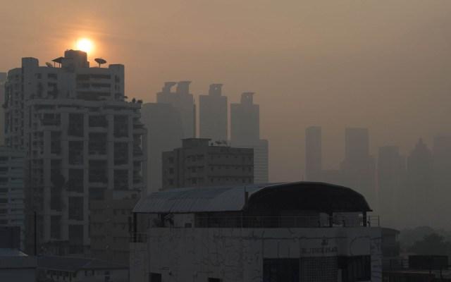 Tailandia contrarresta contaminación con lluvia artificial - Contaminación en Bangkok. Foto de AFP / Romeo Gacad