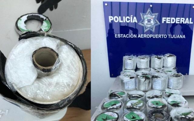 Hallan cristal oculto en impermeabilizante en Tijuana - Foto de Policía Federal