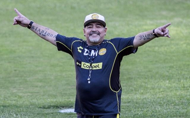 Dan de alta a Maradona tras cirugía abdominal - Foto de AFP