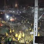 #VIDEO Reemplazan vías de tren en una sola noche en China - Empleados trabajando en remodelación de vías. Foto de CCTV