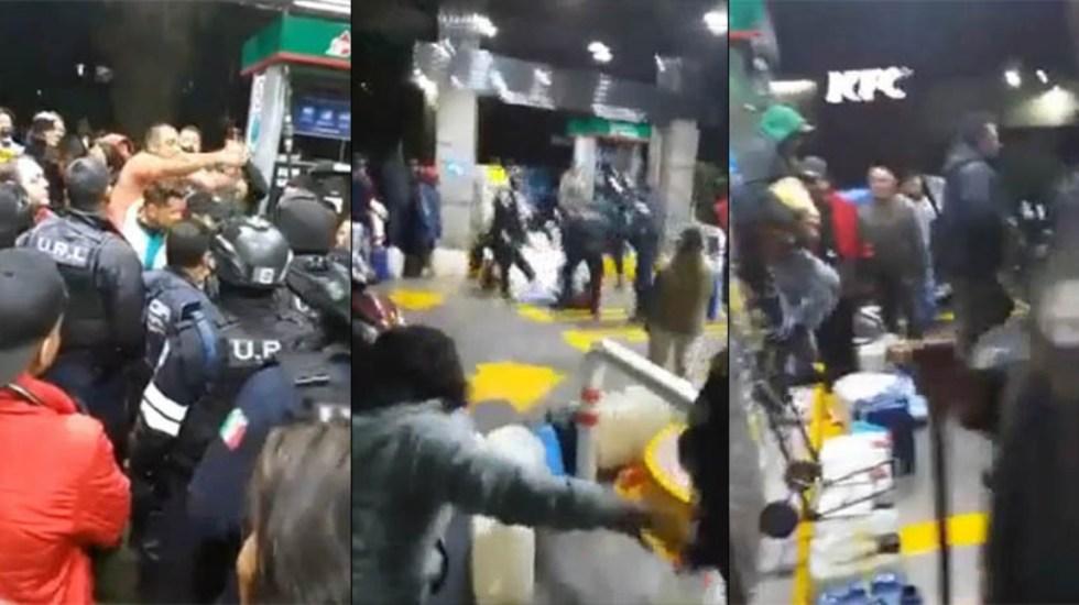 #Video Policías se enfrentan a pobladores en gasolinera de Neza - Policías gasolinera civiles