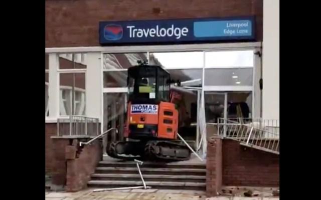 #Video Trabajador destruye recepción de hotel por no recibir su pago - Captura de Pantalla