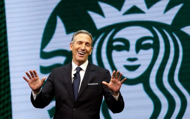 Expresidente de Starbucks busca ser candidato presidencial en EE.UU. - Foto de AP
