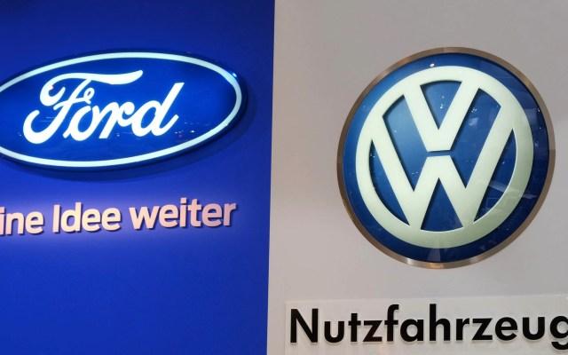 Ford y Volkswagen cancelan presentación en la que anunciarían alianza - Foto de Patrik STOLLARZ/AFP
