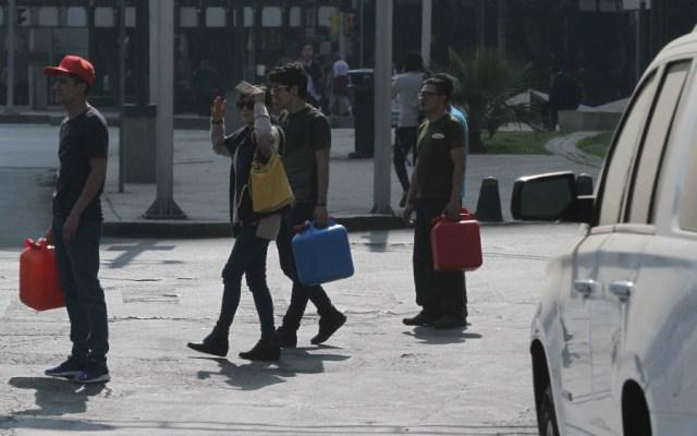 Secretaría de Salud exhorta a no almacenar gasolina en envases de agua - Foto de Notimex