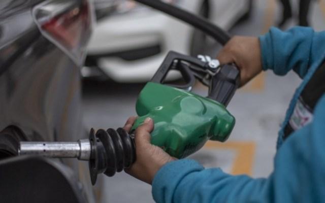 Aplican primer estímulo fiscal a la gasolina Magna en gobierno de AMLO - Foto de Pedro PARDO / AFP