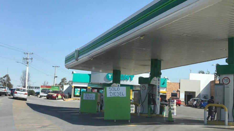 Desabasto de gasolina afecta regreso a clases en varios estados - Foto de @ciudad_poder