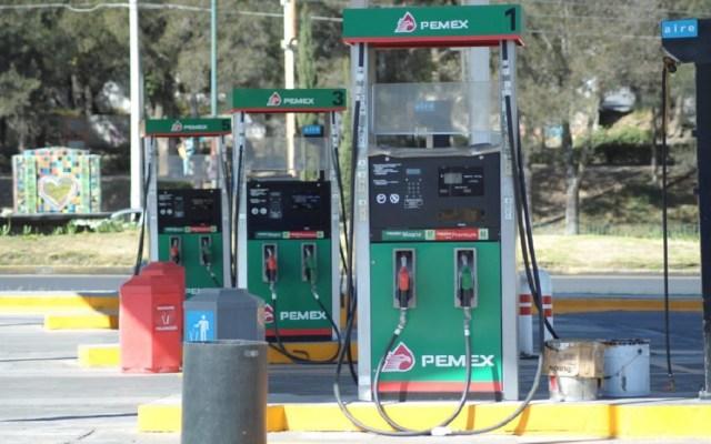 Hoy se normalizará abasto de gasolina en CDMX: AMLO - Gasolinera de Pemex. Foto de Internet