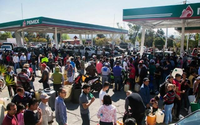 Propone diputado reunión con gobernadores para analizar robo de combustible - Foto de ENRIQUE CASTRO / AFP