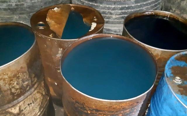 Aseguran toma clandestina e hidrocarburo robado en Nuevo León - Hidrocarburo decomisado. Foto de FGR