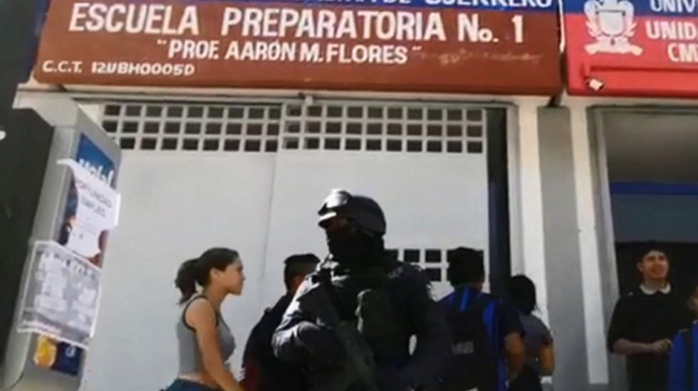 Hombre ingresa armado a preparatoria en Guerrero - hombre armado preparatoria