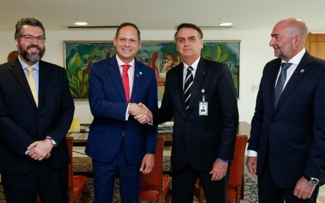 """Bolsonaro promete """"hacer todo"""" por Venezuela al recibir a opositores - Foto de AFP"""