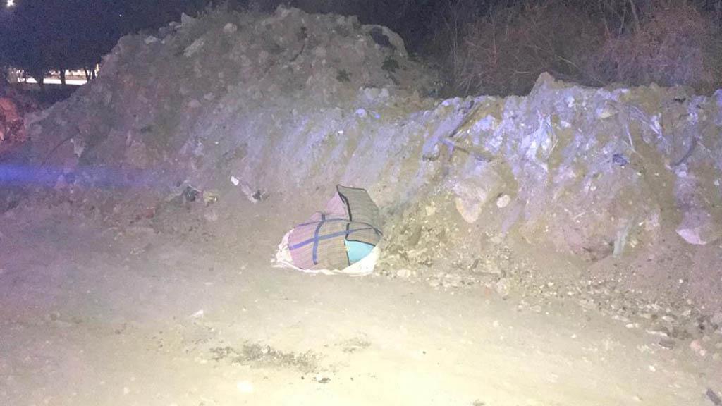 Tiran cadáver de mujer dentro de maleta en Neza - La víctima fue arrojada sobre Av. Bordo de Xochiaca. Foto Especial