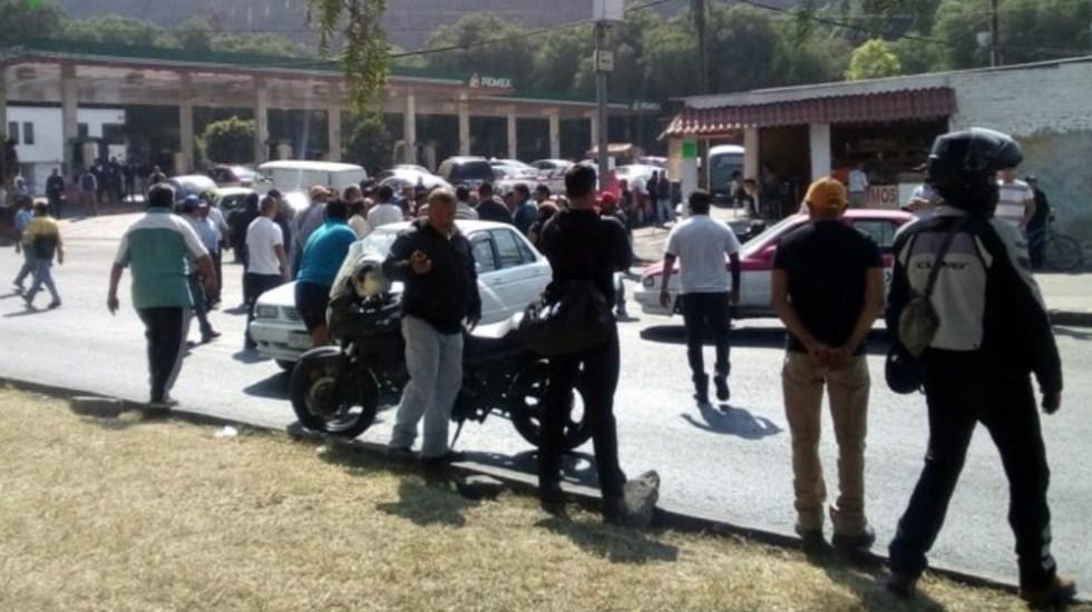 Manifestantes cierran lateral de Calzada Zaragoza - Foto de @OVIALCDMX
