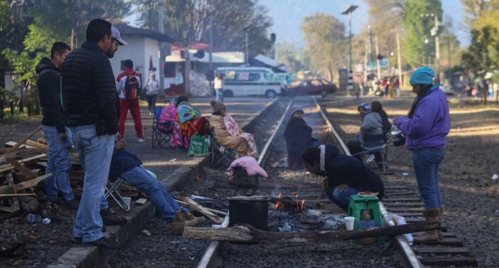 Bloqueo de la CNTE causará crisis económica en Michoacán: CCE - Maestros sobre las vías férreas de Michoacán. Foto de Cuartoscuro