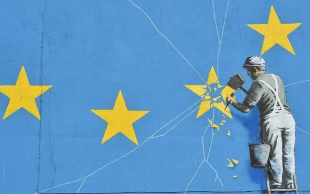 Parlamento británico votará el 15 de enero por acuerdo del Brexit - Mural de Bansky sobre el Brexit. Foto de AFP / Glyn Kirk