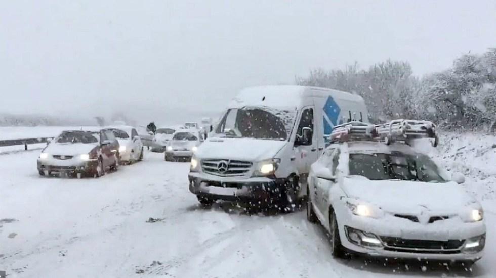 Caos en Reino Unido por nevadas y fuertes vientos - Foto de Daily Mail