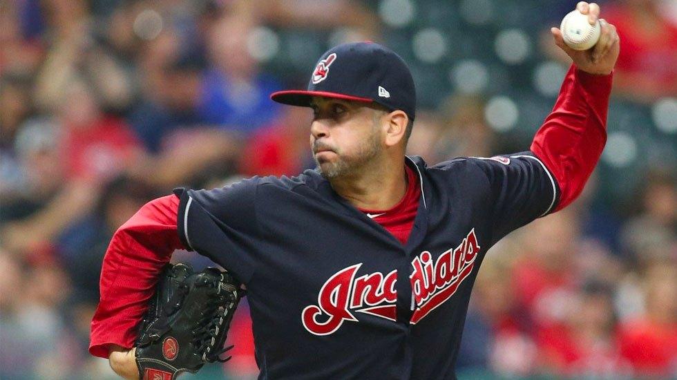 Oliver Pérez firma con los Indios de Cleveland - Oliver Pérez firma con los Indios de Cleveland