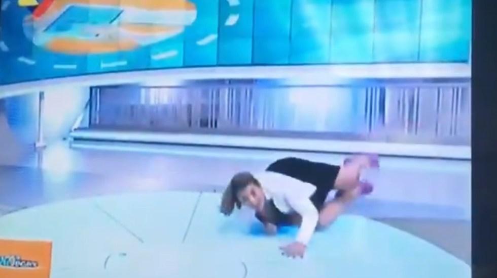 #Video Periodista venezolana cae durante transmisión en vivo - Captura de pantalla