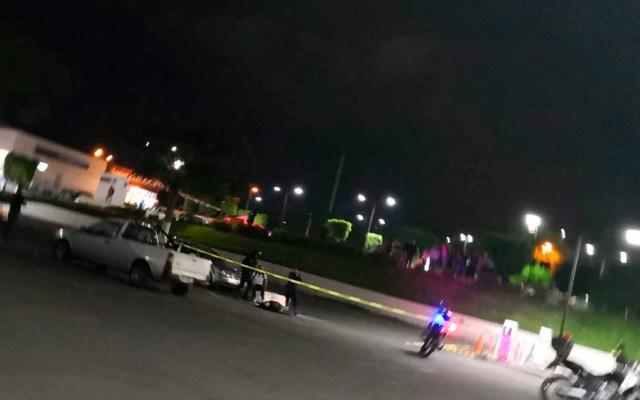 Asesinan a hombre en plaza comercial de Jalisco - Foto de @Trafico_ZMG
