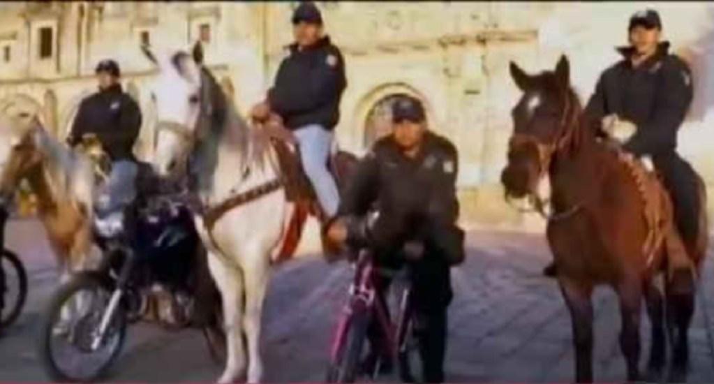 Policías en Guanajuato patrullan a caballo por desabasto de gasolina. Noticias en tiempo real