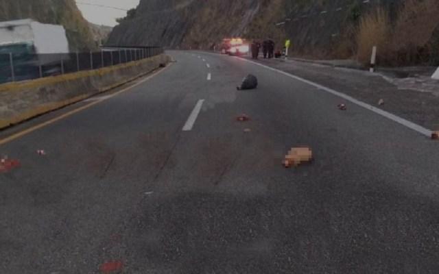 Esparcen cuerpo desmembrado en la Chilpancingo-Acapulco - Restos humanos sobre la carretera Chilpancingo-Acapulco. Foto de Twitter