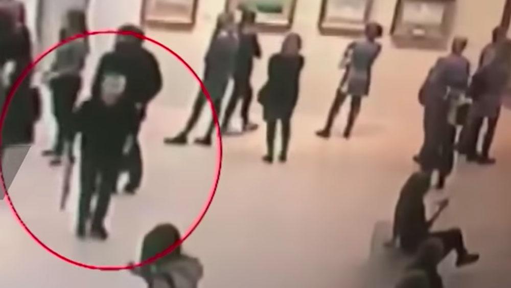 Video Hombre Roba Cuadro En Museo De Moscu Poder Civil