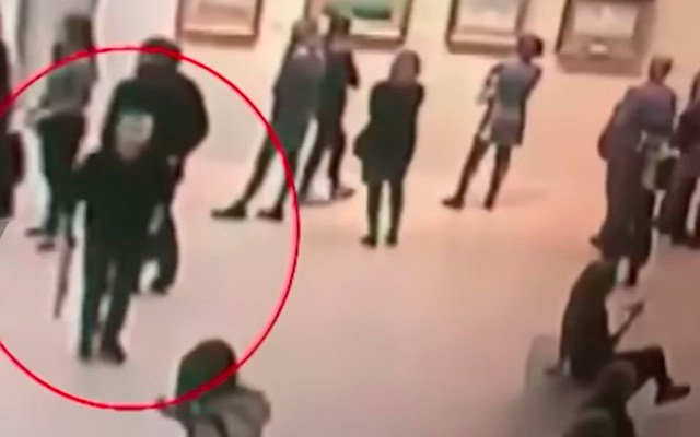 #Video Hombre roba cuadro en museo de Moscú