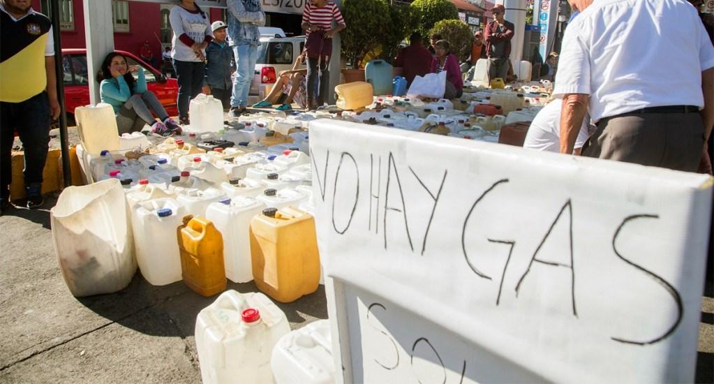 FMI avala combate al robo de combustible de López Obrador - Desabasto de gasolina en México. Foto de AFP