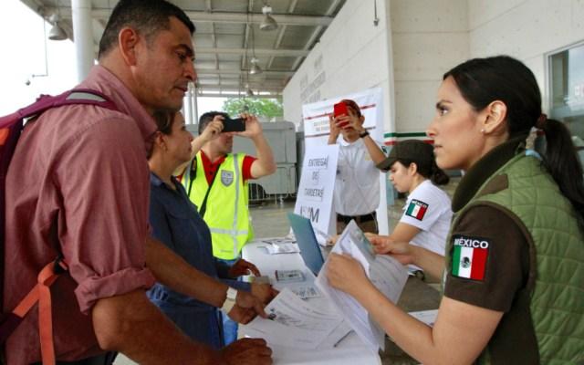 Entregadas dos mil 222 Tarjetas de Visitante por Razones Humanitarias - Foto de Notimex