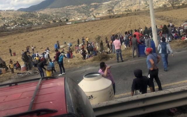 Policía mexiquense resguarda toma clandestina de hidrocarburo en Acambay - Foto de @zolliker