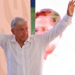 Presenta López Obrador programa de créditos para pequeños productores - Foto de Notimex