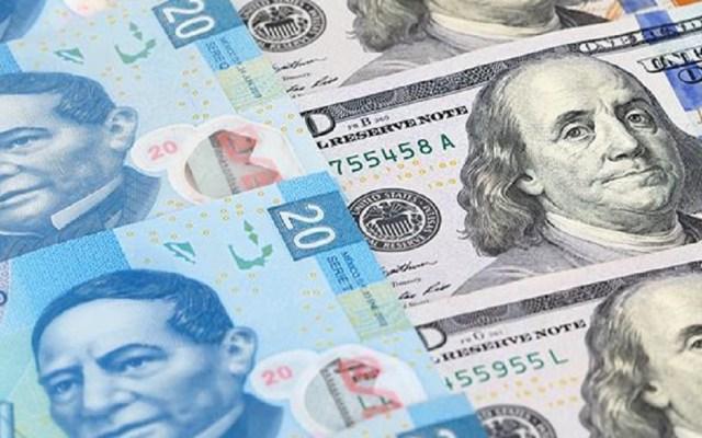 Peso inicia abril perdiendo terreno frente al dólar - Peso mexicano frente al dólar. Foto de Internet