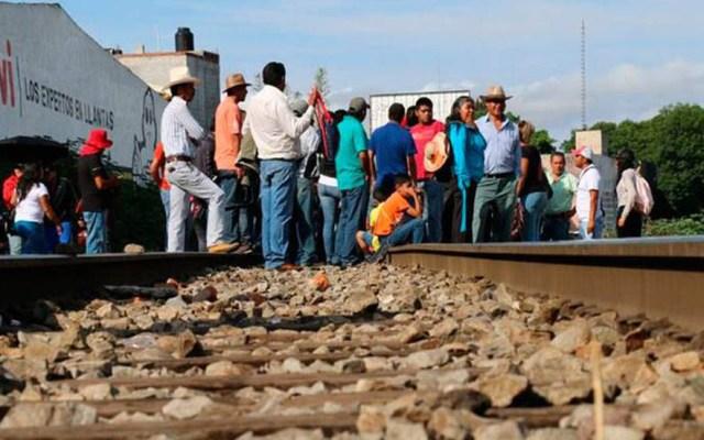 CNTE se deslinda de quienes sigan con bloqueos en Michoacán - Bloqueo de vías férreas. Foto de El Sol de México