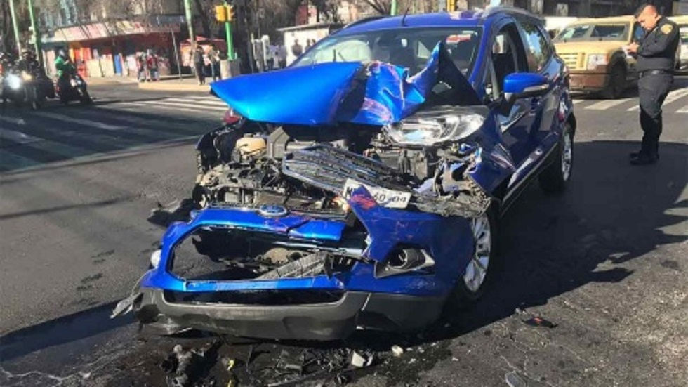 Camioneta que chocó a la ambulancia. Foto de Excélsior