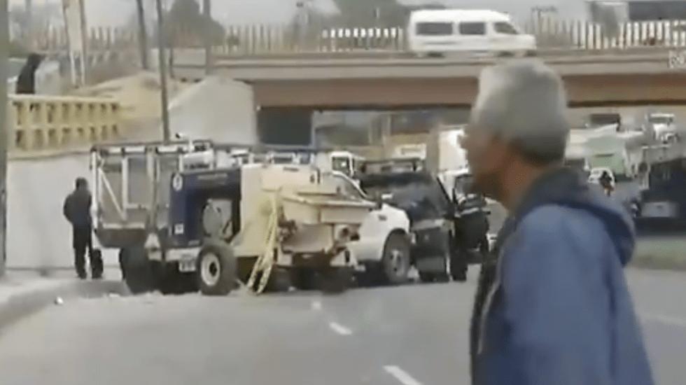Choque en Eje 10 Sur deja al menos seis lesionados - choque de camioneta en eje 10 sur deja seis lesionados