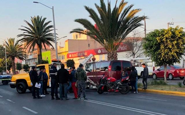Mujeres mueren al chocar contra camioneta en Neza - Choque de mujeres contra camioneta en Neza. Foto de Twitter