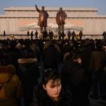 Norcoreanos rinden homenaje a Kim Jong-il - Foto de Ed Jones/AFP