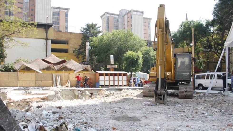 Demolición de inmueble colapsado por el sismo. Foto de @ReconstruccionCDMX