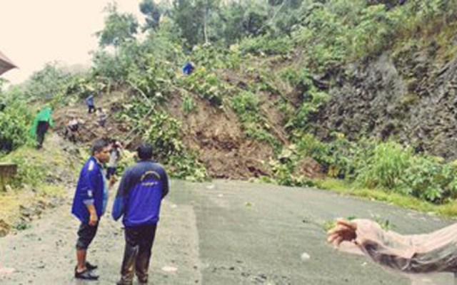 Deslizamientos de tierra dejan 14 muertos en Bolivia - Deslizamiento de tierra en Bolivia. Foto de @Pol_Boliviana
