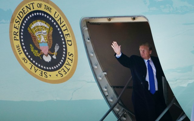 Trump parte hacia Vietnam para su segunda cumbre con Kim Jong Un - Foto de AFP