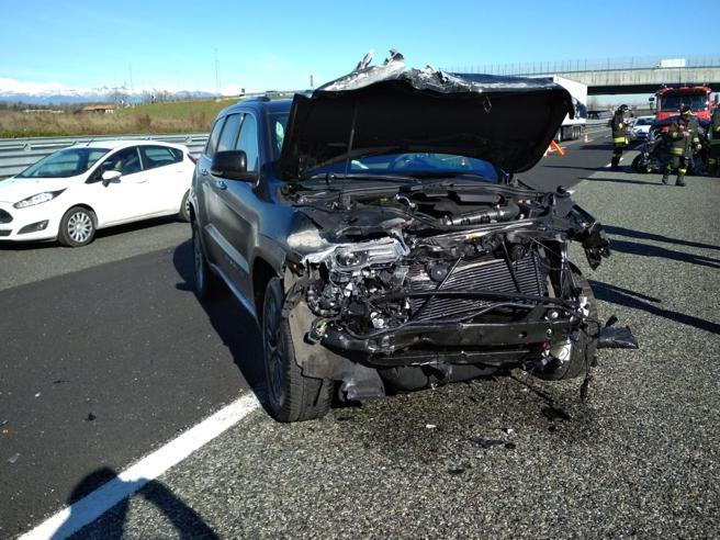 Douglas Costa sale ileso de un tremendo accidente de tránsito