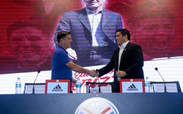 Presentan a Eduardo Berizzo como técnico de Paraguay - Foto de @APFOficial
