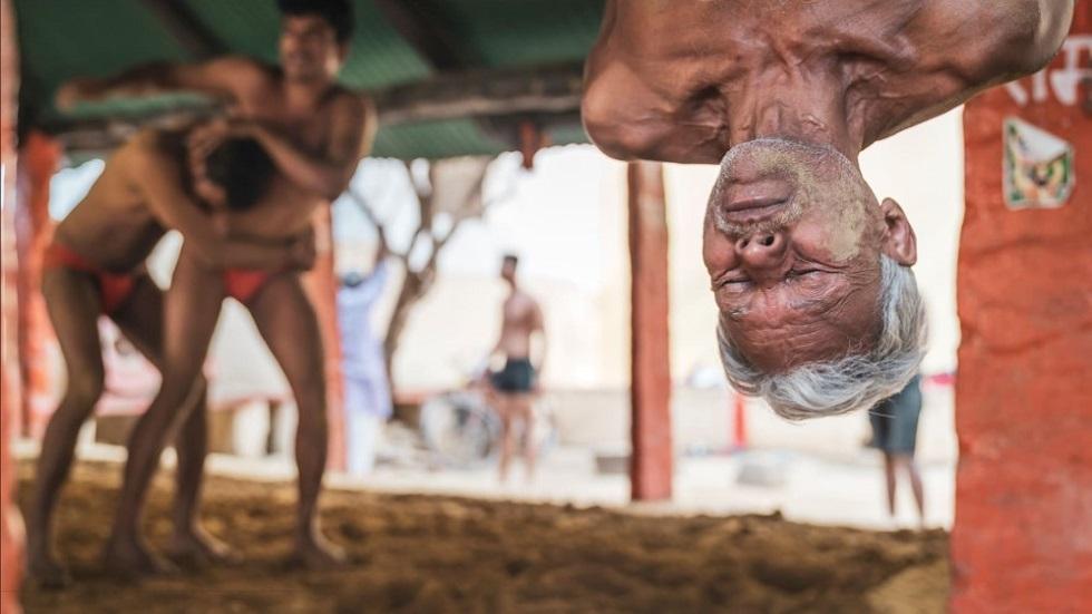 Entrenamiento de un luchador Kushti en Varanasi, India. Foto de Matt Parry
