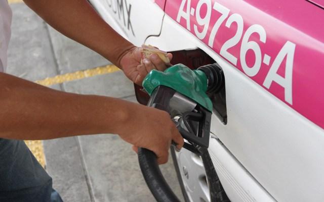 López Obrador reconoce incremento en precio de la gasolina Magna - Gasolinera. Foto de Notimex-Guillermo Granados.