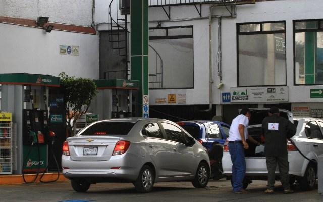 Profeco investiga a gasolineras por litros incompletos en contingencia - Algunas gasolineras aprovecharon la escasez de combustible para vender litros incompletos. Foto de Notimex